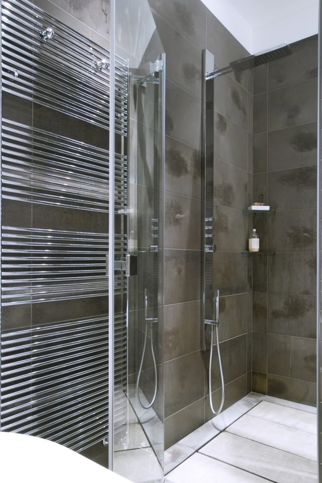 https://otmglass.com/wp-content/uploads/2020/04/Shower-Door-640x960.jpg